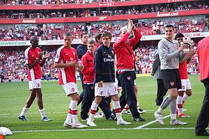 300px-Arsenal_end_of_2008-09_season_walkabout