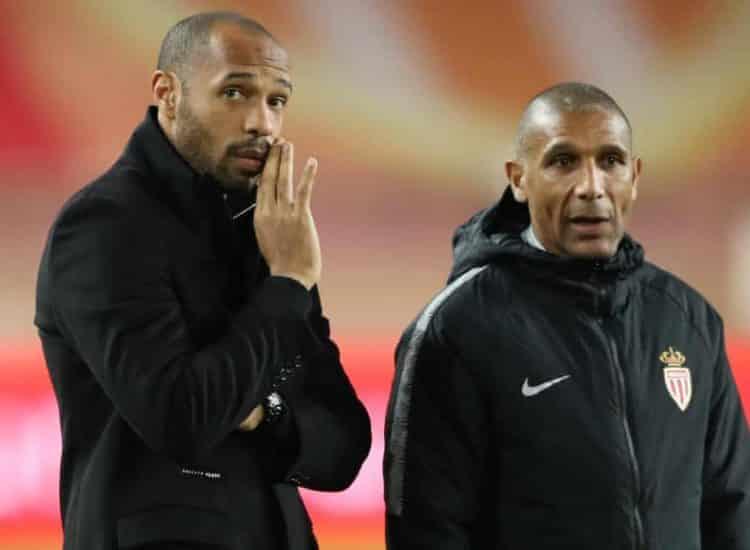 Thierry Henry akiongea na msaidizi wake Franck Passi