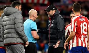 Jürgen Klopp talks with referee Szymon Marciniak